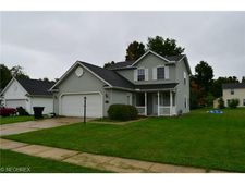 910 Lake Terrace Dr, Painesville Township, OH 44077