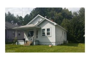 946 E Dewey Ave, Youngstown, OH 44502