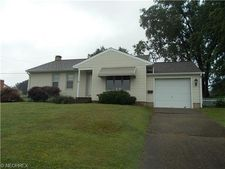 1316 Fairy Falls Dr, Coshocton, OH 43812