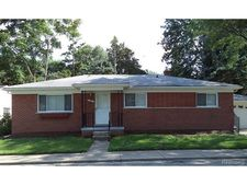 25 Hollywood Ct, Mount Clemens, MI 48043