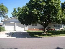 12 E Salina Dr, Haven, KS 67543