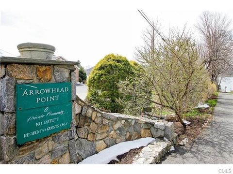 20 Chester St, Brookfield, CT 06804