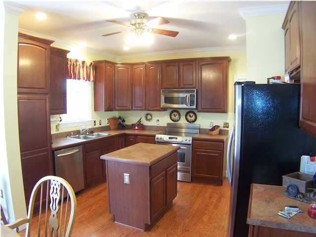 kitchens with cream cabinets 8 springmeadow dr carrollton ky 41008 realtor 174 22265