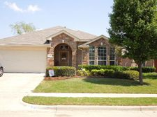 2721 Red Wolf Dr, Fort Worth, TX 76244