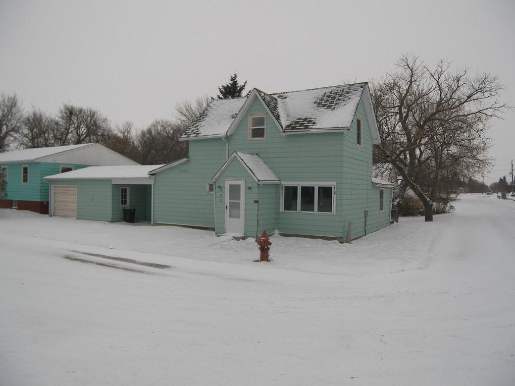 702 East St Bottineau, ND 58318