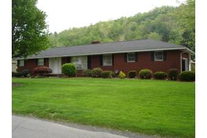 626 S 4th Ave, Paden City, WV 26159