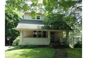 1539 Overlook Dr, Akron, OH 44314