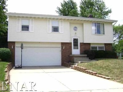 9 Carraway Ct, Bloomington, IL