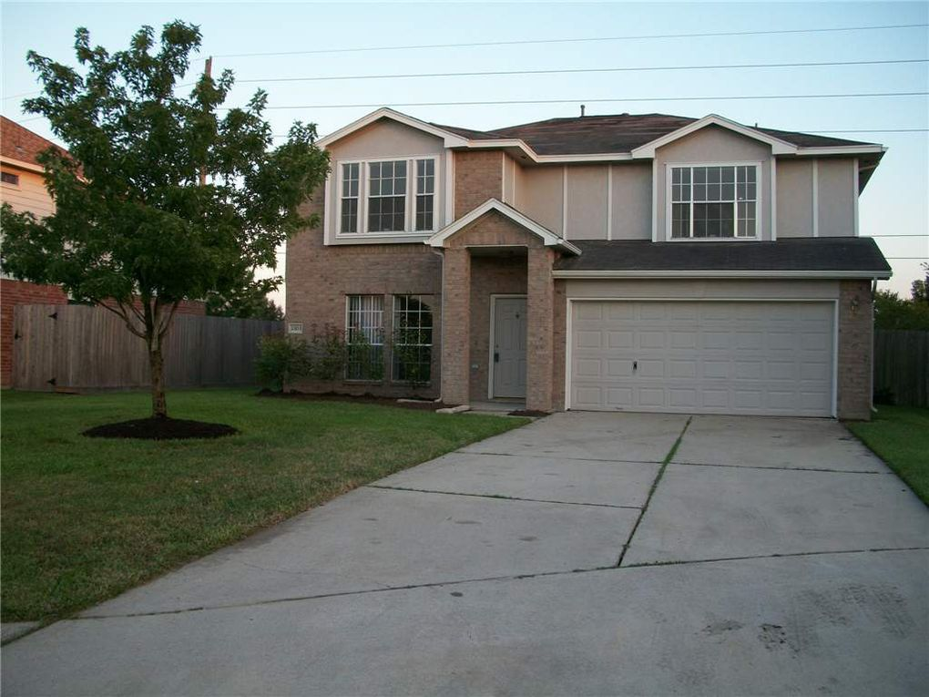 23215 S Waterlake Dr, Richmond, TX 77406
