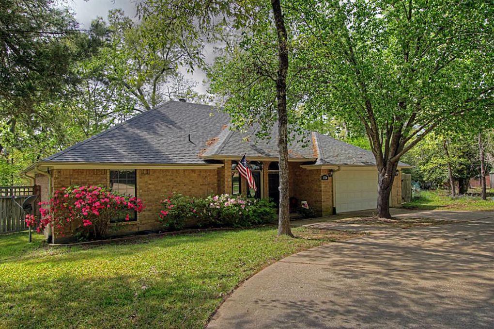 1724 E Lake Dr Huntsville, TX 77340