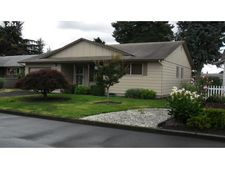 543 S Cascade Dr, Woodburn, OR 97071