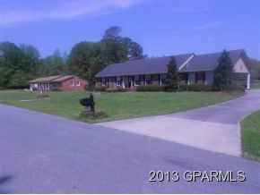 833 Country Club Dr, Ayden, NC