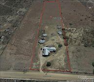 2906 Corgey Rd, Pleasanton, TX 78064
