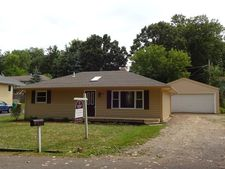 8707 Hillcrest Ave, Crystal Lake, IL 60014