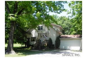 104 Carbon St, Fairview Heights, IL 62208