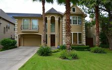 4652 Spruce St, Bellaire, TX 77401