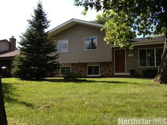 17582 Weaver Lake Dr, Maple Grove, MN