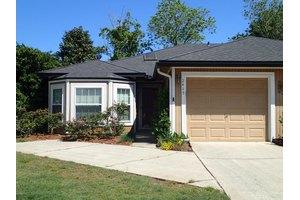 2415 Ironstone Dr E, Jacksonville, FL 32246