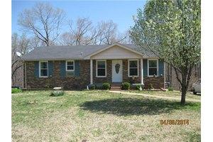 509 Rotary Hills Ct, Clarksville, TN 37043