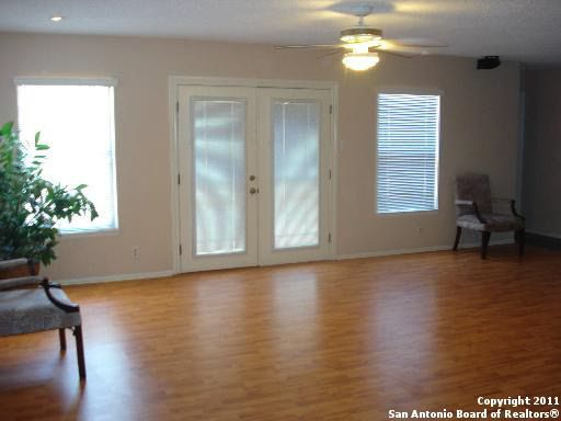 12670 maple park dr san antonio tx 78249 for Living room 5x3