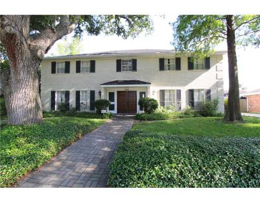 2218 lake oaks pkwy new orleans la 70122 for Parkway new orleans