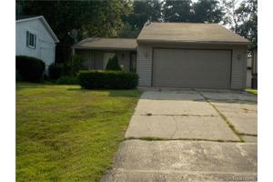 700 Woodingham Ave, Waterford Twp, MI 48328