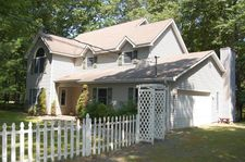 215 Canterbrook Dr, Lords Valley, PA 18428