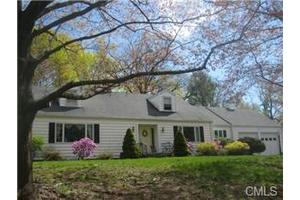 11 Lakeside Rd, Danbury, CT 06811