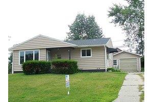 1023 Clifton St NE, Cedar Rapids, IA 52402