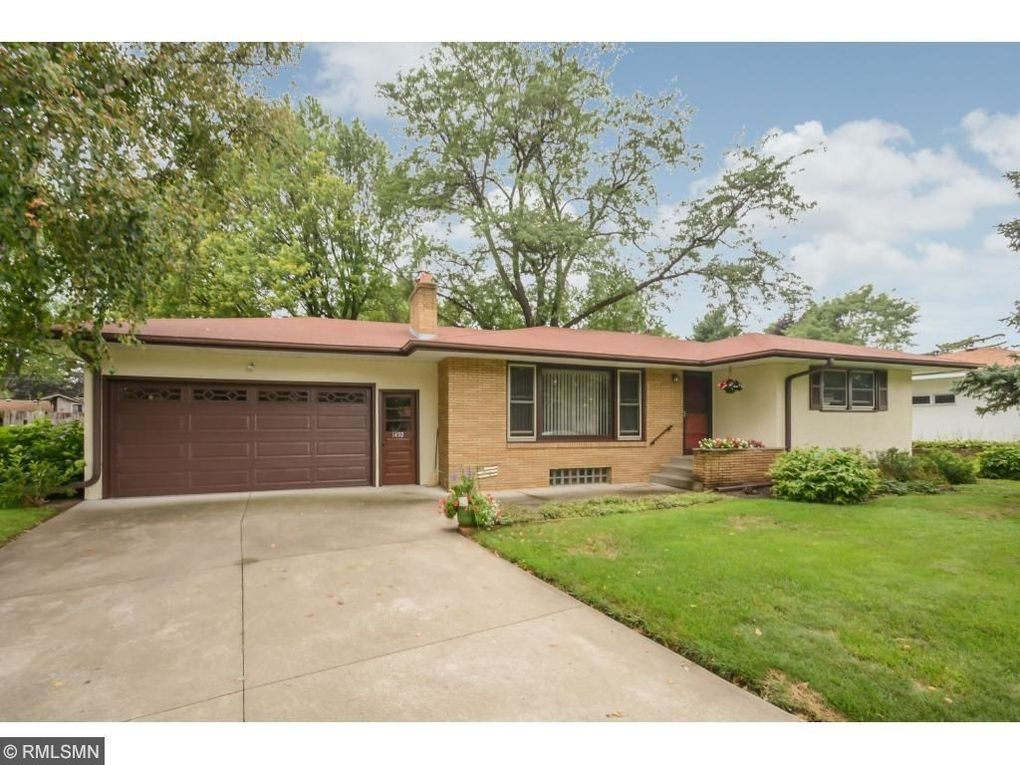 1492 Clarmar Ave W Roseville, MN 55113