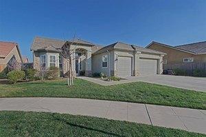 2415 Kaweah Ave, Clovis, CA 93619