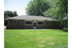 5725 Dickerson Rd, Sherman, IL 62684