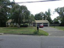 2 Knollwood Rd, Farmington, CT 06032