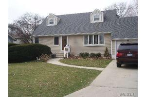 Photo of 320 W 3rd St,Deer Park, NY 11729