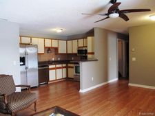 15034 Island Dr, Sterling Heights, MI 48313