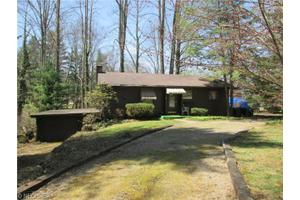 9379 Lakewood Dr NE, Mineral City, OH 44656