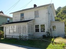 27 Spruce St, Welch, WV 24801