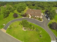 35 Carriage Ct, Muttontown, NY 11791