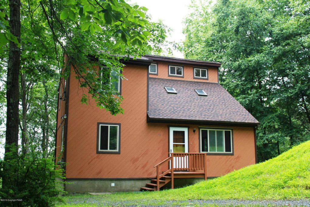 1139 Pocono Mountain Lake Dr, Bushkill, PA 18324