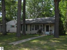 206 Cochlin St, Traverse City, MI 49686