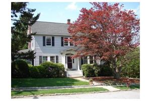 18 Eastview St, Lowell, MA 01852