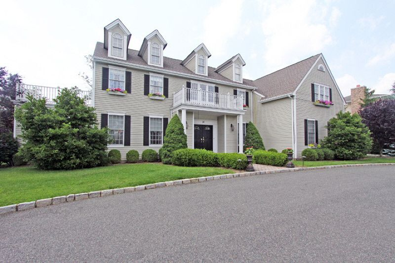 Charmant 20 Thames Dr, Livingston, NJ 07039