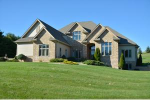 240 Hunters Xing S, Slinger, WI 53086