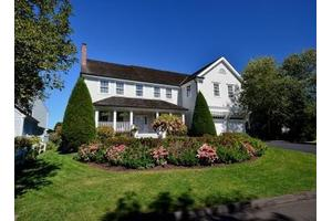 15 Flying Cloud Rd, Stamford, CT 06902