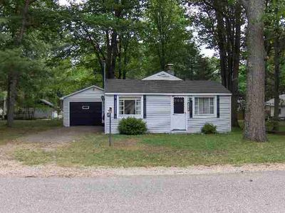 226 Cottage Dr, Houghton Lake, MI
