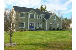 36 Waters Edge Dr, Lewiston, ME 04240