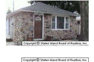 54 Seafoam St, Staten Island, NY 10306