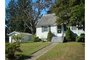 13-15 Lakeview Dr, Norwalk, CT 06850
