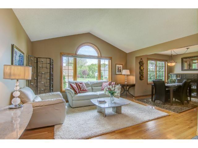2250 Oak Glen Dr, Stillwater, MN 55082