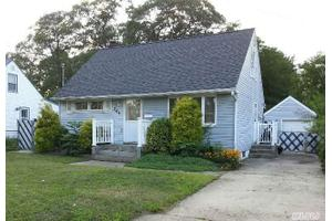 265 Florida Ave, Copiague, NY 11726